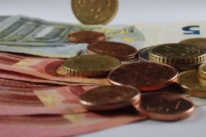 Работодатель должен предварительно уведомить работника об уменьшении заработной платы как минимум за 14 календарных дней