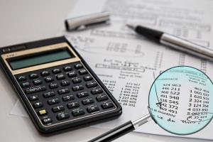 Месячная ставка, являющаяся основанием для расчета минимальной обязанности по социальному налогу, в 2020 году составляет 540 евро