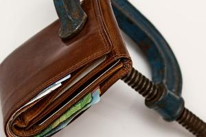 Финансовая комиссия поддерживает освобождение от уплаты подоходного налога с пенсии